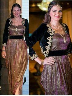 Karakou moderne Pakistani Mehndi Dress, Pakistani Formal Dresses, Hijab Fashion, Girl Fashion, Fashion Outfits, Fashion Design, Traditional Fashion, Traditional Dresses, Evening Outfits