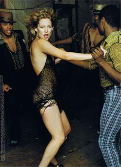 Kate Hudson by Annie Leibovitz for Vanity Fair October 2000