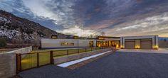 Construido en 2015 en Carbondale, Estados Unidos. Imagenes por Greg Watts, Draper White. Situadaen unterreno de 2 hectáreas, la vivienda se encuentra próximaal Río Roaring Fork y se encuentra dentro de un hábitat ribereño rodeadopor...