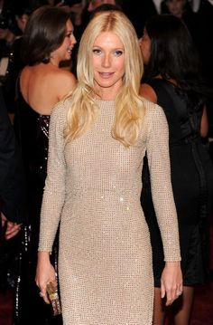 Gwyneth Paltrow:Style:Long Center Part