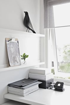 Via Stylizimo | Home Office | Black and White | Eames House Bird