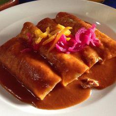 Enchiladas en salsa pibil en Tepoztlan Mexico.  Rica y jugosa como una cochinita debe ser por Elizabeth Chichino, Mugaritz  http://www.onfan.com/es/especialidades/tepoztlan/el-ciruelo/enchiladas-en-salsa-pibil?utm_source=pinterest&utm_medium=web&utm_campaign=referal