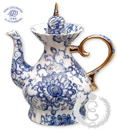 Lomonosov Singing Garden pattern blue and white Russian porcelain teapot ... floral pattern on tall teapot, w/ 22 karat gold spike for knob & highlights, Saint Petersburg, Russia