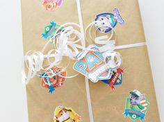 FREE PRINTABLE PAW PATROL BADGES & CUSTOM GIFT WRAP