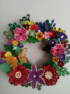 HOBY Quilling Quilling school facebook page Nihal Çetin . Floral Wreath, Wreaths, Facebook, School, Home Decor, Quilling, Baby Born, Homemade Home Decor, Door Wreaths