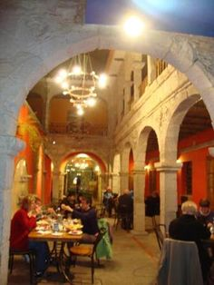 Bolivian Restaurant Review: Pan de Oro Restaurant - Excellent Food and Musical Shows in La Paz, Bolivia. Pan De Oro Restaurant where eating is just more than an experience... An authentic colonial house is the location for this beautiful restaurant right in