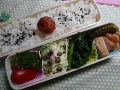 Monday : Today's Bento by hidelafoglia on Flickr.Mouthwatering! I don't think I've seen capers in a bento before.