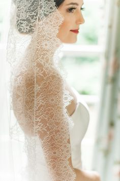 Coiffure De Mariage : Elegantly Classic Spring Southern Wedding in Kentucky from Leslee Mitchell Photography Mod Wedding, Wedding Veils, Wedding Dresses, Bridal Veils, Church Wedding, Wedding Shoot, Wedding Attire, Wedding Makeup, Wedding Reception