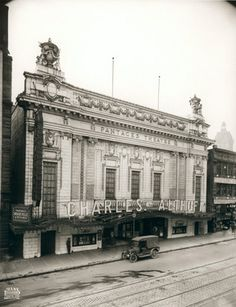 The exterior of the Pantages Theatre, 20 W. Hastings St., in 1917.