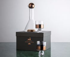 British designer Tom Dixon has just released his newest collection of gift sets. A collection of extraordinary accessories, gifts and design objects Copper Kitchen, Kitchen Dining, Dining Room, Best Interior, Interior Design, Wine O Clock, Tom Dixon, New Trends, Cool Designs