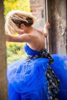 """Abito da sposa """"Giove"""" variante blu elettrico, Linea Venice, Collezione 2017 Tirapani. #Tirapani #TirapaniAtelier #sposa #spose #abitodasposa #collezione2017 #abitodasposa2017 #bride #bridal #weddingdress #weddingdress2017 #lookbook2017"""
