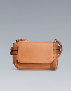 Zara / Messenger bag with buckles / want this although wish it was leather Zara, Minimalist Wardrobe, Clutch Bag, Saddle Bags, Messenger Bag, Purses And Bags, My Style, Clothing, How To Wear