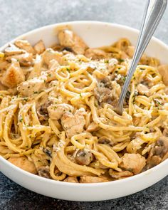 Delicious Chicken Tetrazzini made all in one pot! Chicken Tetrazzini is such a crowd favorite because it's creamy, cheesy and lots of flavor! #chicken #tetrazzini #onepot Cabbage Recipes, Pasta Recipes, Chicken Recipes, Cooking Recipes, Turkey Recipes, Dishes Recipes, Chicken Meals, One Pot Chicken, Yum Yum Chicken