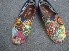 i love toms.  but mine will always be plain.  i wish i could do this.