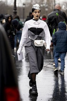 Attendees at Paris Fashion Week Fall 2020 - Street Fashion Best Street Style, Street Style Looks, Paris Fashion, Street Fashion, Catwalks, Normcore, Pictures, Outfits, Fall