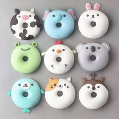With this collection of donuts you will receive suggestions for donut recipes. Probi The post With this collection of donuts you will receive suggestions for donut recipes. Probi appeared first on Dessert Factory. Delicious Donuts, Yummy Food, Delicious Desserts, Desserts Végétaliens, Dessert Recipes, Disney Desserts, Kreative Desserts, Cute Donuts, Donuts Donuts