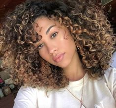 Ombre Curly Hair, Colored Curly Hair, Ombre Hair Color, Cool Hair Color, Curly Hair Styles, Curly Braided Hair, Hair Colors, Blonde Curly Hair Natural, Hair Color Ideas
