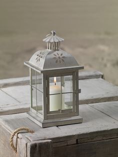 Ivory metal lantern with glass. Discover more on www.whiteseasons.it