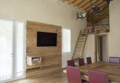 Living Collection; Parete zona giorno porta tv in legno #design #soggiorno #reclaimedwoodesign #pareteattrezzata #legno
