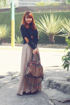 Elbow patches, maxi skirt and boots - The Capricious Club
