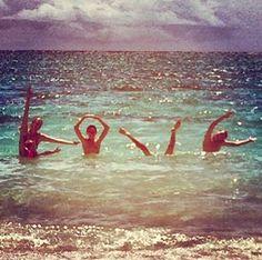 cute beach photo idea... L O V E