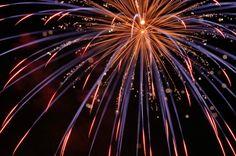 Los meses de agosto y septiembre son la época del año en que se concentran la mayor parte de las fiestas en los pueblos de veraneo. Y cada vez más frecuentes en las celebraciones y, típicamente, cierre de los festejos está el castillo de fuegos artif