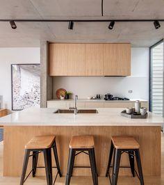 CO-AP adds contemporary concrete and glass extension to semi-detached Sydney home Loft Interior, Interior Design Kitchen, Luz Natural, Architectural Digest, Glass Extension, Pinterest Home, House On The Rock, Semi Detached, Detached House