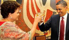 Dilma e Obama brindando com a cachaça brasileira