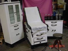 VINTAGE FOLK ART MEDICAL FURNITURE EXAM TABLE HUTCH SHORT CABINET CHAIR GOOD CON