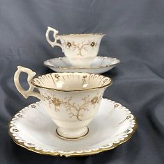 (2) Samuel Alcock Tea Cups & Saucers Gold Floral & Vine (5916) C. 1830s AS IS!!! China Cups And Saucers, Teapots And Cups, China Tea Cups, Teacups, Antique Tea Sets, 2 Samuel, Chocolate Cups, Fun Cup, Tea Accessories