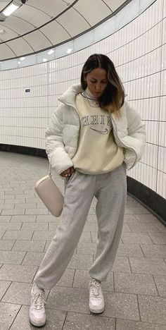 20 Cute Winter Outfit Ideas for Teenagers Source by yeahgotravel winter outfits Cute Comfy Outfits, Stylish Outfits, Cool Outfits, Simple Winter Outfits, Winter Fashion Outfits, Comfy Winter Outfit, Basic Outfits, Retro Outfits, Look Hip Hop