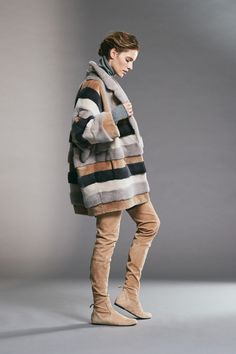 Kiton Fall 2019 Ready-to-Wear Fashion Show Collection: See the complete Kiton Fall 2019 Ready-to-Wear collection. Look 12 Fur Fashion, Fashion Week, Winter Fashion, Fashion Outfits, Fashion Trends, Warm Outfits, Winter Outfits, Minimalist Fashion Women, Look Casual