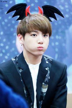 #BTS #JUNGKOO kkkkk gente,pfv kkk olha para esta cara de tristesa  :3  <3 não e fofo demais que lindinho