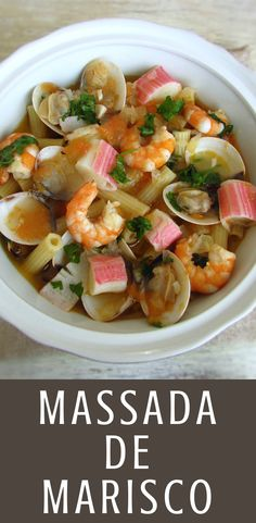 This traditional Portuguese dish of seafood pasta is an excellent choice for a lunch among friends! A delicious mix of flavors that everyone will love… Seafood Bisque, Seafood Pasta, Seafood Recipes, Pasta Recipes, New Recipes, Pasta Food, Amigurumi For Beginners, Good Food, Yummy Food