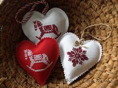 Tiny Cross Stitch, Cross Stitch Thread, Xmas Cross Stitch, Cross Stitch Heart, Cross Stitching, Cross Stitch Embroidery, Embroidered Christmas Ornaments, Christmas Towels, Cross Stitch Christmas Ornaments