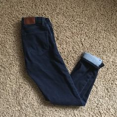 MADEWELL skinny skinny ankle jeans Dark wash size 26. SO soft and comfortable! Only selling Bc I wore these twice and are too small after having a baby. Amazing quality jeans! No trades price is firm Madewell Jeans Ankle & Cropped