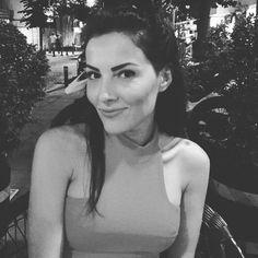 """114 Beğenme, 6 Yorum - Instagram'da Nigar Şen (@nigarsenn): """"Şanssız değiliz aslında sadece hayallerimiz gerçekleşmeyecek kadar güzeller.Hayaller diyorum,iyi ki…"""""""