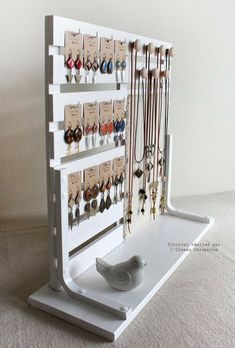 Ideas diy jewelry hanger crafts for 2019 Diy Jewelry Hanger, Jewelry Booth, Hanger Crafts, Jewelry Stand, Jewelry Armoire, Jewelry Holder, Jewelry Rack, Hanging Jewelry, Boutique Jewelry Display
