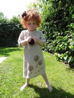 Meryema / ...v piesku maľované kvety-ľanové béžové šaty