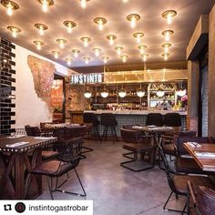 Mubler.co®️ (@mubler.co) • Fotos y vídeos de Instagram Conference Room, Instagram, Table, Furniture, Home Decor, Spaces, Blue Prints, Decoration Home, Room Decor