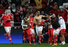 @Benfica Jonas Gonçalves marca de cabeça pouco depois de Domenico Criscito ser expulso #9ine Champions, Videos, Basketball Court, Sports, Pistols, Hs Sports, Sport