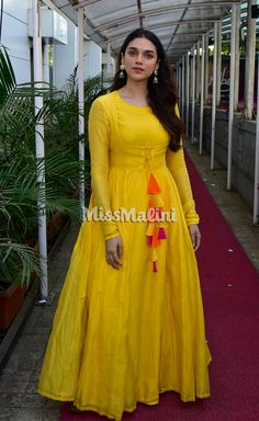 Aditi Rao Hydari Opts For A Mellow-Yellow Desi Look | MissMalini