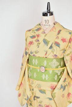 クリームイエローにクレパスで描いたようなカラフルフラワー愛らしいウール単着物 - アンティーク着物・リサイクル着物のオンラインショップ 姉妹屋