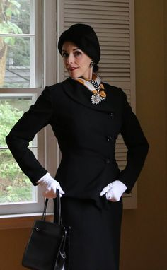 Dividing Vintage Moments : Lilli Ann, Suit Inspiration, and the 50's in Fashion Vogue/Bazaar