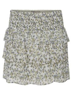 Cute floral skirt from VERO MODA. Style it with a minimal top and a pair of sandals and you are ready to take on summer!