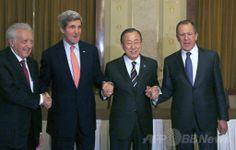 スイス・モントルー(Montreux)で、シリア国際和平会議の開幕に先立ち行われた協議を終え握手する(左から)国連(UN)とアラブ連盟(UN-Arab League)合同のシリア特別代表ラクダール・ブラヒミ(Lakhdar Brahimi)氏、ジョン・ケリー(John Kerry)米国務長官、潘基文(バン・キムン、Ban Ki-moon)国連事務総長とセルゲイ・ラブロフ(Sergei Lavrov)露外相(2014年1月21日撮影)。(c)AFP/Gary Cameron ▼22Jan2014AFP シリア和平会議が22日に開幕、「進展は望み薄」との声も http://www.afpbb.com/articles/-/3006975 #Syria #Siria #Syrie #Syrien #Montreux #John_Kerry #Ban_Ki_moon #Lakhdar_Brahimi #Sergei_Lavrov