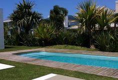 Paisagismo em casas de veraneio no litoral gaúcho redefine fachadas e entornos