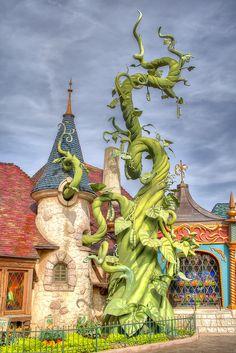 Giant beanstalk Disneyland Paris
