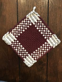 Potholder Loom, Potholder Patterns, Creative Crafts, Fun Crafts, Spinning Yarn, Weaving Projects, Primitive Crafts, Weaving Patterns, Loom Weaving