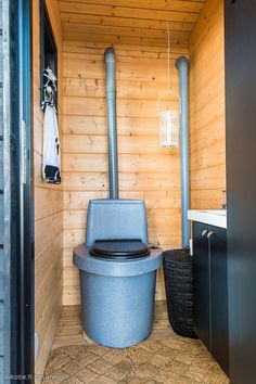 composting toilette cabine in the wood? White Salmon, Contemporary Cabin, Shed Homes, Prefab, Sustainable Living, Modern House Design, House Plans, Cottage, Rustic Cabins